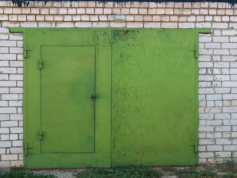 Гаражные ворота с дверью