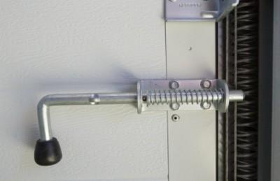 Горизонтальный засов для гаражных ворот