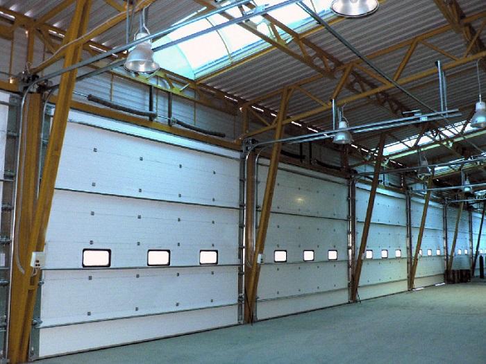 Промышленные секционные ворота - вид изнутри