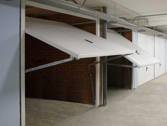 Подъемно-поворотные стальные гаражные ворота