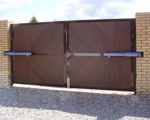 Автоматические распашные ворота - вид изнутри