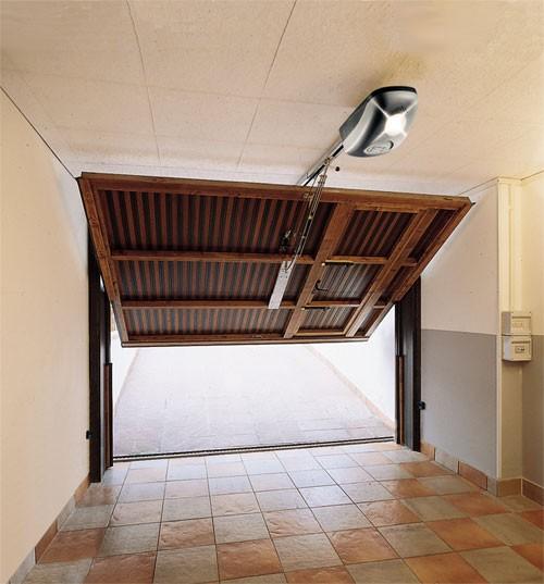 Подъемно-поворотные гаражные ворота с электроприводом