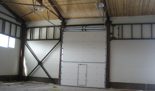 Секционные ворота - вид изнутри