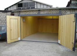 Деревянные ворота для гаража