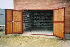 Деревянные ворот для гаража с металлической рамкой