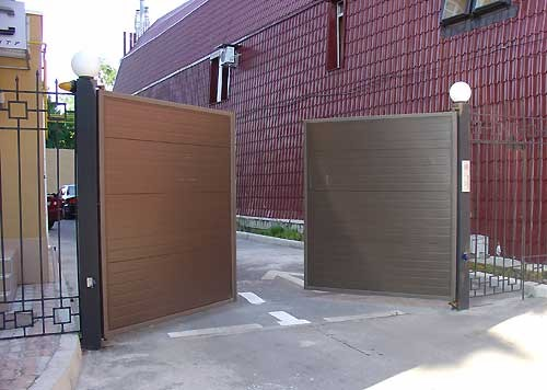 Распашные ворота из сэндвич-панелей