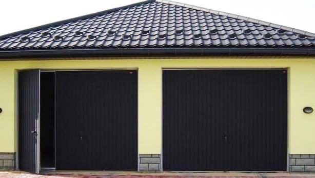 Распашные гаражные ворота из профнастила