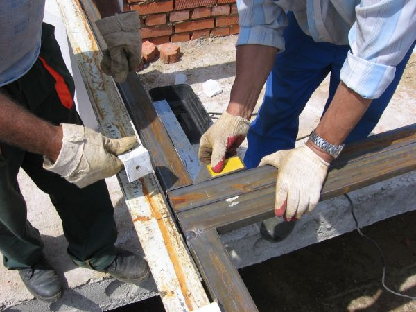 Главный инструмент угольник, прямой угол - залог качественно сделанных своими руками ворот