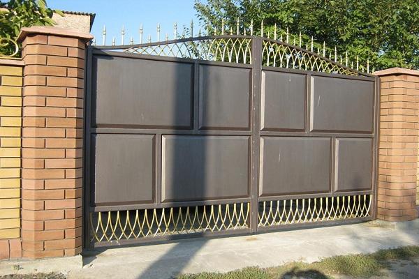 Стальные распашные ворота