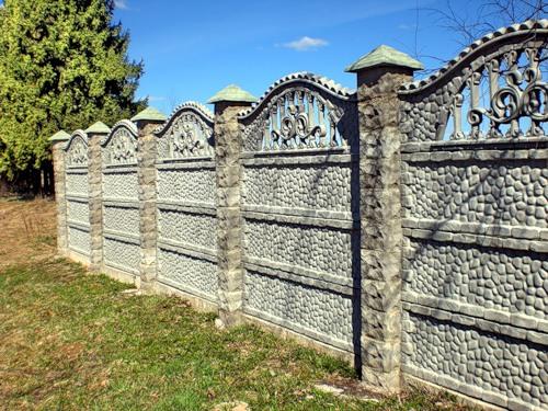 Декоративный бетонный наборной забор