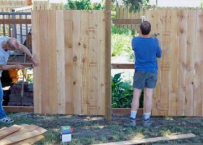 Установка деревянного забора своими руками