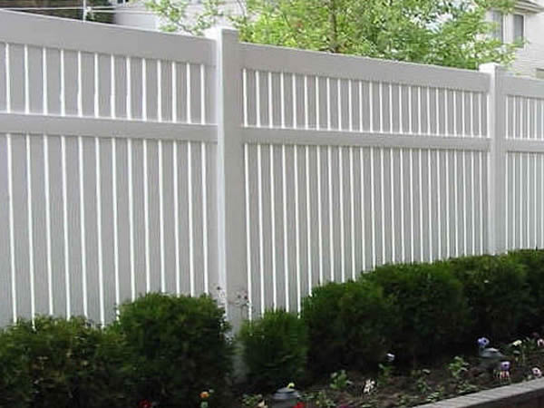 Пластиковый забор для дачи