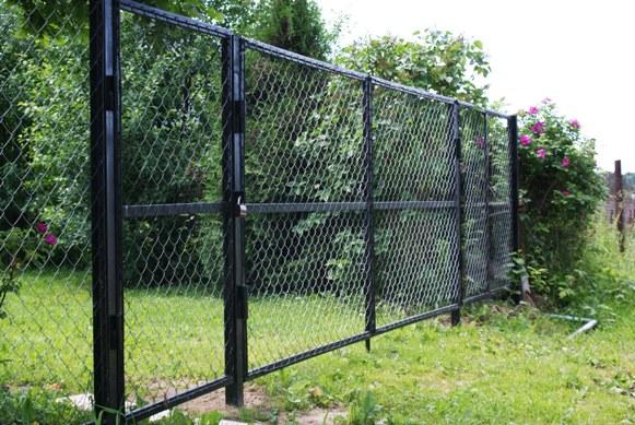 Как сделать забор из бетонных столбов
