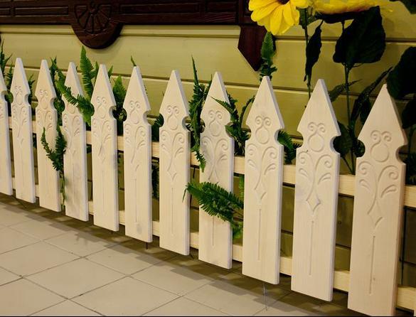 Декоративный забор из штакетника