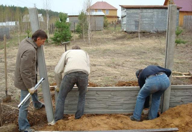 Установка еврозабора из бетона