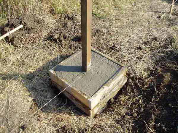 Полное бетонирование столба для забора