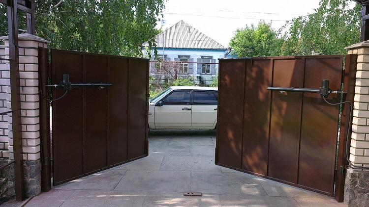 Распашные автоматические ворота с открытием наружу