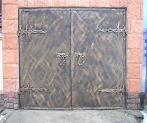 Фото кованых гаражных ворот