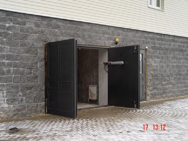 Распашные ворота в гараж с электроприводом своими руками