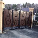 Фото ворот распашных металлических с калиткой