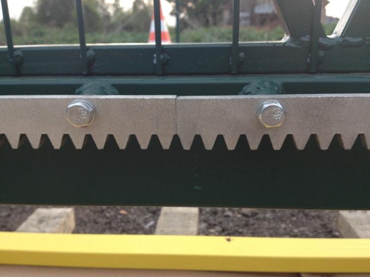 Зубчатая рейка откатных ворот