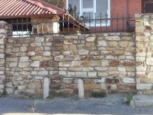 заборы из бутового камня фото