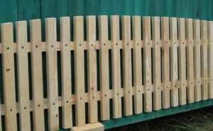 заборы из штакетника деревянного фото