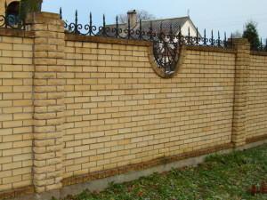 фото забор из кирпича