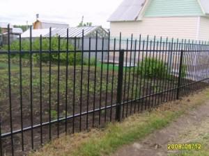 забор из профильной трубы фото