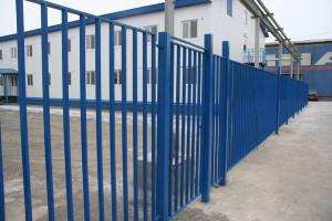 забор из профтрубы фото