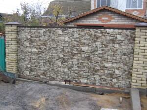 забор из профнастила под камень фото