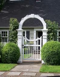 Фото калитки с аркой белая