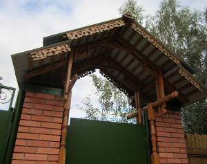 Фото навес над калиткой деревянный