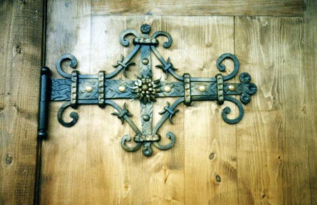 Декоративные кованые петли для ворот