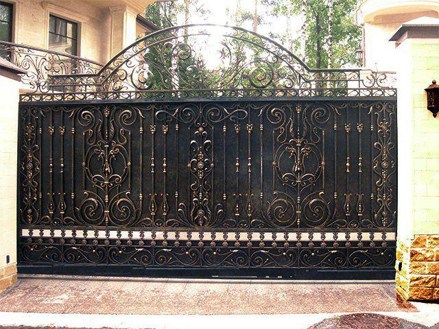 Сплошные металлические кованые ворота