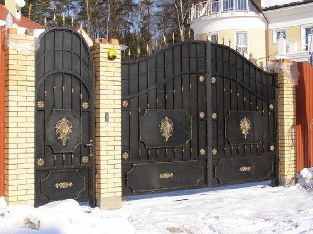 Кованые раздвижные ворота