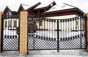 Фото калитки в частном доме с воротами